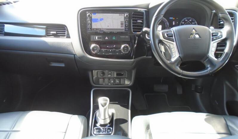 17 Mitsubishi Outlander PHEV 5dr Estate Automatic Ref: U2019454/52903 full